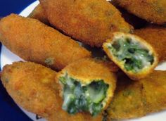 CROQUETAS DE GRELOS - Ingredientes: grelos (de momento disponemos de nabizas) – leche de soja – harina – sal – queso roquefort – pimienta negra – aceite de oliva virgen – huevo – pan rallado.