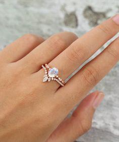 Unique Diamond Engagement Rings, Dream Engagement Rings, Engagement Ring Settings, Vintage Engagement Rings, Diamond Wedding Bands, Unique Rings, Stacked Engagement Ring, Vintage Rings, Curved Wedding Band