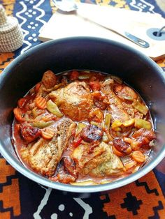Quick Chicken Cacciatore Chicken is a quick and healthy way to get dinner on the table, but there's only so many grilled chicken breasts you can eat. This classic Italian dish has plenty of vegetables, and the dry red wine sauce is surprisingly light. Cacciatore Recipes, Chicken Cacciatore Easy, Roasted Chicken Breast, Grilled Chicken, Classic Italian Dishes, Cooking Recipes, Healthy Recipes, Uk Recipes, Meal Recipes