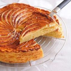 The Traditional Epiphany Cake / Galette des Rois - JL Patisserie High-end French Pastries in Scottsdale French Pastries, Savoury Cake, Clean Eating Snacks, Chefs, Food Inspiration, Sweet Recipes, Dessert Recipes, Cake Recipes, Food And Drink