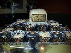 Black and Gold celebration ... cupcakes and cakepops ...