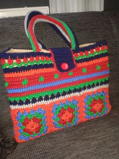 How to Crochet a Bag Easily Crochet Tote, Crochet Handbags, Crochet Purses, Cute Crochet, Granny Square Bag, Knitted Bags, Crochet Accessories, Crochet Projects, Purses And Bags