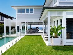 Awesome White Beach House Design - Home Style House Design, Renting A House, House Exterior, Hamptons House, House Styles, Beach Cottage Style, Weatherboard House, Beach House Design, House Colors