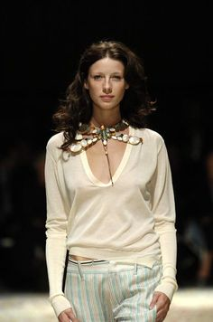 Caitriona Balfe for Gilles Rosier - Ready-to-Wear - Runway Collection - WomenSpring / Summer 2005