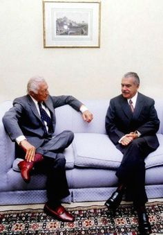 Agnelli in slippers with burgundy socke and grey flannel suit Flannel Suit, Grey Flannel, Gianni Agnelli, Costume Gris, Lapo Elkann, Best Dressed Man, Well Dressed, Leather Slippers, Velvet Slippers