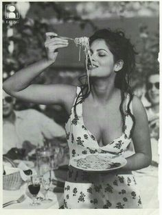So this is how you eat pasta! Happy Birthday to Italian Tunisian actress Claudia Cardinale (born on the of April in Claudia Cardinale, Italian Beauty, Italian Style, Classic Italian, Foto Glamour, Italian Girls, Italian Wife, Italian People, Black And White Photography