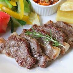 うまっ!やわらか♪塩豚のソテー。ワンプレート。 by miyukiさん | レシピブログ - 料理ブログのレシピ満載! 先週の土曜日に塩豚を仕込んでおきました。 ・・・肉に塩をすりこんでラップでくるみ、 冷蔵庫で熟成させたもの。 切って焼くだけで簡単、 ソースをかけなくてもおいしい それをメインにワンプレート...