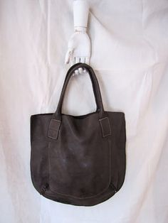 What a lovely bag, and it would probably last for many years.  Too bad the strap isn't a little longer.