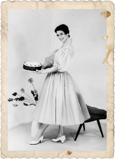 Frau Renate mit Torte, 1958