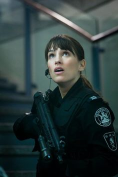Amy Jo Johnson  playing jules in flashpoint