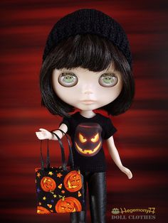 Blythe doll in Halloween T shirt with trick or treat bag by Hegemony77 doll clothes, via Flickr