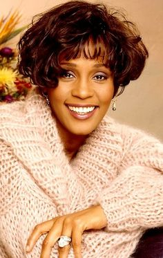News Photo : Singer Whitney Houston poses at a portrait. Beverly Hills, Whitney Houston Pictures, Wireless Festival, Star Wars, Female Singers, Black Is Beautiful, Beautiful Smile, Beautiful People, Artists