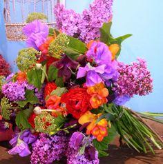Google Image Result for http://www.wedbits.com/wp-content/uploads/2011/10/bright-wedding-flowers_picnik.jpg