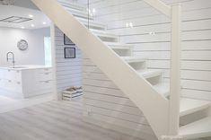 Talo Tähtikallioon valittiin valkoiset avoportaat Lappiportaan mallistosta. Valintakriteereinä olivat... Little Houses, Stairs, Staircases, Architecture, Building, Sweet, Home Decor, Arquitetura, Candy