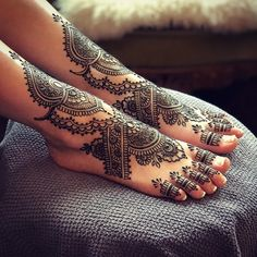 Some lovely bridal feet this evening in the Blue Lotus Henna Parlor. Henna Hair, Henna Mehndi, Hand Henna, Lotus Henna, Toe Tattoos, Body Art Tattoos, Henna Ankle, Mehndi Designs, Tattoo Designs