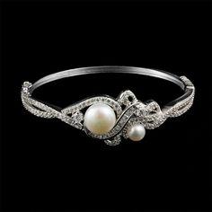 Que tal esse bracelete maravilhoso com pérolas? Pro Verão ser um arraso! :) https://www.pratafina.com.br/prod/bracelete-perola-biwa-c-zirconia-24091/