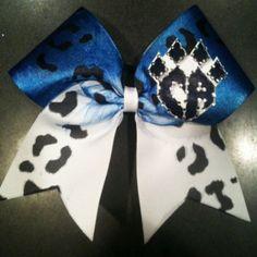 cheetahs bows are soooo flipping cute! Cheerleading Bows, Cheerleading Uniforms, Cheerleading Accessories, Softball Bows, Cheer Athletics Cheetahs, Cute Cheer Bows, Cheer Mom, Big Bows, Cheer Outfits