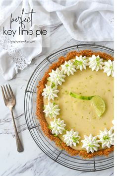 Looking for the PERFECT Key Lime Pie? It has just the right amount of lime goodness and the texture is smooth and creamy! Lime Desserts, Refreshing Desserts, Easy No Bake Desserts, Dessert Recipes, Summer Desserts, Dessert Ideas, Classic Key Lime Pie Recipe, Best Key Lime Pie, Keylime Pie Recipe