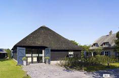 Unieke trouwlocatie op een landgoed in Brabant. Cabin, House Styles, Wedding Stuff, Home Decor, Lush, Decoration Home, Room Decor, Cabins, Cottage