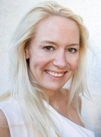 Jennifer Eident, CEO & Co-Founder of Vixely. Jen moved out to Silicon Valley from New York to receive her MBA at Stanford Business School and hasn't looked back. Jen was on the founding team of two previous start-ups andco-founded an innovation incubator between the Stanford Design School and GSB.