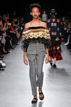 See the complete Rahul Mishra Fall 2017 Ready-to-Wear collection.