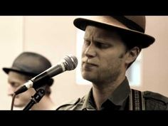 The Lumineers - Stubborn Love. This song always makes me feel good! Ear Massage, The Lumineers, Music Link, Eddie Vedder, Wedding Songs, I Feel Good, Soul Music, My Favorite Music, Fun To Be One