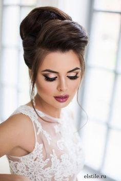 hair hair updos 40 Chic Wedding Hair Updos for Natural Wedding Makeup, Wedding Hair And Makeup, Hair Makeup, Eye Makeup, Airbrush Makeup, Dramatic Bridal Makeup, Dramatic Eyeliner, Elegant Makeup, Makeup Hairstyle