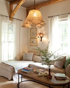 25 Gorgeous Living Room Color Schemes to Make Your Room Cozy The best color combinations for your living room is one that fits the atmosphere you want to create. Find a fresh look with these living room color schemes. Cottage Living Rooms, Interior Design Living Room, Living Room Designs, Living Room Decor, Decor Room, Wall Decor, Dining Room, Rustic Home Interiors, Cottage Interiors