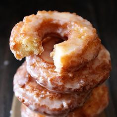 Old-Fashioned Sour Cream Doughnuts @keyingredient #cake for type II diabetics sub sugar with stevia and do not make the glaze
