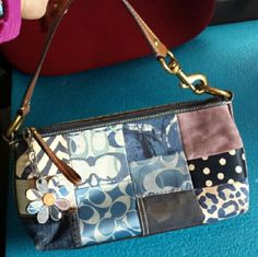 COACH hanbag this is COACH handbag Supper cute!!!!! not new but in a very good condition. Coach Bags Totes