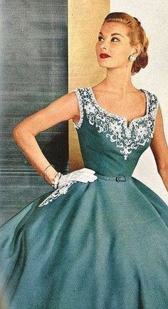 Retro Fashion Gorgeous white and teal dress. So Classy! those were the days, were they not? Look Fashion, Retro Fashion, Fashion Models, Vintage Fashion, Fashion Outfits, Dress Fashion, Club Fashion, Classic Fashion, Italian Fashion