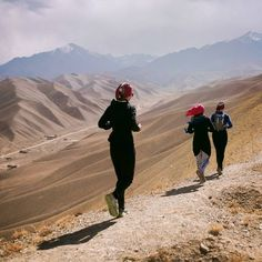 Afghan women are expected to forgo sport and stay indoors. Nearly every time 25-year-old Zainab laces her shoes to go for a run, she's faced with verbal abuse and physical harm. But nothing can stop her courage and determination to pave a way for generations of girls to come. Kudos to @freetorunngo and @skateistan for making stories like this possible. These women are the very definition of #RunCourageously and #LiveCourageously. #SisuGirls