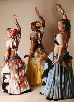Belly Dancing Classes In San Antonio Tribal Fusion, Belly Dance Outfit, Belly Dance Costumes, Costume Ethnique, Tribal Costume, Tribal Looks, Tribal Style, Belly Dancing Classes, Ballet Clothes
