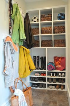 Mudroom Shoe Storage Design Ideas, Pictures, Remodel and Decor Shoe Storage Shelf, Entryway Storage, Storage Spaces, Porch Storage, Entryway Ideas, Traditional Bedroom Benches, Traditional Dining Room Sets, Bunk Beds Built In, Mudroom Laundry Room