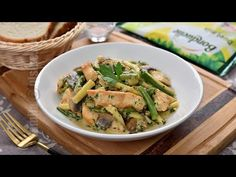 Pui cu ciuperci si fasole verde | JamilaCuisine - YouTube Asparagus, Green Beans, Vegetables, Food, Veggies, Essen, Vegetable Recipes, Green Bean, Yemek
