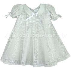 Sabe aquelas roupas de criança criança mesmo...não as que a gente vê por aí toda hora que na real são crianças vestidas de mini adultos ....mas aquelas de criança de antigamente sabe?! Com delicadeza encanto e até uma certa inocência...a @xiquexiquebrasil tem várias nesse estilinho ...uma mais linda que a outra...olha o que é esse vestido branco com rendas cheio de encanto e delicadeza. E você pode comprar online: http://ift.tt/2b8NnhZ dá uma conferida nas belezas infantis que tem por lá e…