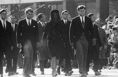 em kennedy-rf kennedy-jo kennedy-at-jfk-funeral-procession-1963.jpg