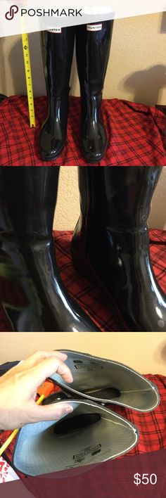 Hunter rain boots Use rain boots please take a good look at the picture,zoom  😳😳in every picture pls.  some scratches and holes but not noticeable maybe it could use some super glue 😂 after purchasing this boots ✌️. Thank you for stopping by please like and share my listing 😊. hunter rain boot Other