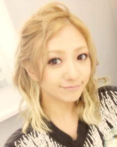 New hair|AAA 伊藤千晃オフィシャルブログ http://ameblo.jp/chiakiki110/entry-11330278844.html