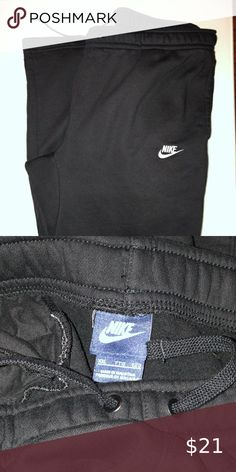 Shop Men's Nike Black White size XXL Sweatpants & Joggers at a discounted price at Poshmark. Nike Sweatpants, Nike Pants, Joggers, Black Nikes, Nike Men, Product Description, Man Shop, Black And White, Things To Sell