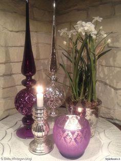 sisustus,piensisustus,pieniä sisustusjuttuja,kynttilät,lyhty,kukka,kukka-asetelma,tarjotin,keittiö,kattaus,koristeet