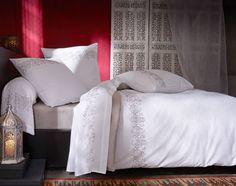 linge de lit brodé médaillons - Becquet