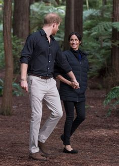 Prince Harry, Duke of Sussex and Meghan, Duchess of Sussex visit Redwoods Tree Walk on October 2018 in Rotorua, New Zealand. The Duke and Duchess of Sussex are on their official Autumn. Prince Harry Et Meghan, Meghan Markle Prince Harry, Princess Meghan, Harry And Meghan, Doula, Prinz Harry Meghan Markle, Australia Tours, Meghan Markle Style, Princesa Diana