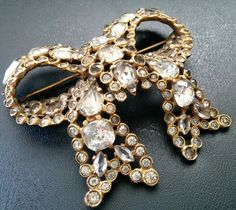 Antique Art Deco Pot Metal Crystal Rhinestone Bow Cluster Brooch Pin W60