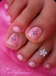 rhinestone toes... love the pink and toe ring. very fem :)