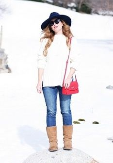 White sweater+skinny jeans+camel midi boots+red shoulder bag+navy hat+black sunglasses. Winter Casual Outfit 2017