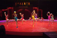 Dancers at Kerstcircus Ahoy