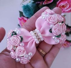 Best 12 Diy ribbon flower with beads grosgrain flowers with beads tutorial – Artofit – SkillOfKing. Making Hair Bows, Diy Hair Bows, Ribbon Hair, Ribbon Bows, Ribbons, Diy Ribbon Flowers, Ribbon Crafts, Fabric Flowers, Craft Flowers