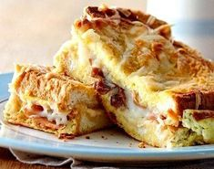 croque monsieur bake - ham & cheese sandwiches in egg Top Recipes, Brunch Recipes, Baking Recipes, Brunch Ideas, Dinner Ideas, Breakfast Dishes, Breakfast Recipes, Make Ahead Brunch, Sunday Brunch