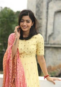 Rashmika Mandanna Image Stills during Geetha Govindham Movie Interview - Get HD Gallery Info Bollywood Sarees Online, Bollywood Designer Sarees, Most Beautiful Indian Actress, Beautiful Actresses, Bollywood Female Actors, Chudidhar Designs, Wedding Couple Poses Photography, Girl Photography, Dehati Girl Photo